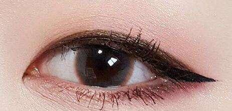 眼睛比较小纹眼线好吗?